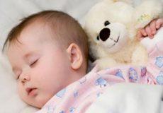 خواب کودک در زمستان