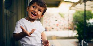 علت پرحرفی کودک و سوال پرسیدن زیاد کودک چیست؟