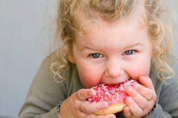 جلوگیری از چاقی کودکان و راهکارهایی برای درمان آن