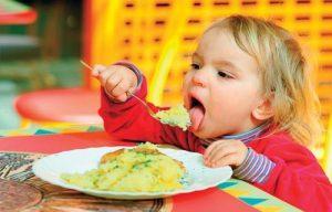 آموزش آداب غذاخوردن به کودکان